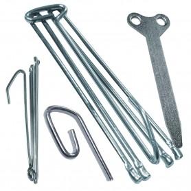 Garfios y corchetes básicos para cortinas y visillos en barras o rieles.